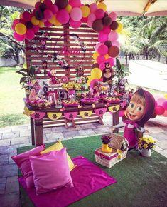 "Linda Mini table ""Masha e o Urso"" Por Via . Sunshine Birthday, Bear Birthday, Girl Birthday, 4th Birthday Parties, Birthday Party Decorations, Party Themes, Marsha And The Bear, Second Birthday Ideas, Cowgirl Party"