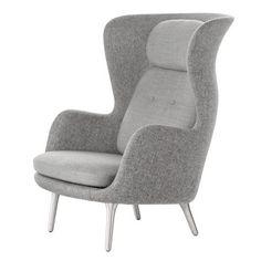 Ro lenestol fra Fritz Hansen, designet av Jamie Hayon. Ro er en moderne lenestol som er svaret p...
