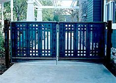 Craftsman style gate - but it's too low Driveway Fence, Driveway Landscaping, Fence Gate, Pool Fence, Fencing, Craftsman Exterior, Craftsman Bungalows, Craftsman Style, Steel Gate Design