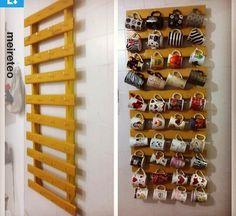 mug display Kitchen diy wall art display 31 ideas Coffee Mug Storage, Coffee Mug Display, Coffee Nook, Coffee Bar Home, Mug Holder, Mug Rack, Diy Wand, Kitchen Wall Art, Diy Kitchen