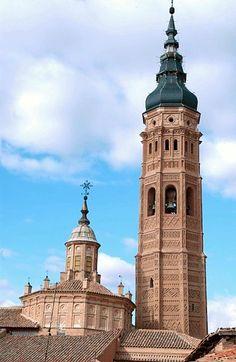 Torre y cimborrio de la Iglesia de Santa María, Calatayud Zaragoza España.