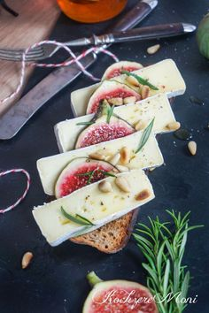 Bauernröstbrot mit Camembert, Feigen, Honig und Rosmarin