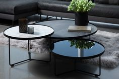 Billy is a coffee table by Cattelan Italia that comes in several sizes and can be used as a nesting table when paired together. Its charm is expressed by the richness of its tray materials (Calacatta ceramic, Ardesia ceramic or painted glass). Coffee Table Styling, Diy Coffee Table, Decorating Coffee Tables, Coffee Table Design, Modern Coffee Tables, Round Glass Coffee Table, Concrete Coffee Table, Leather Ottoman Coffee Table, Table Decor Living Room