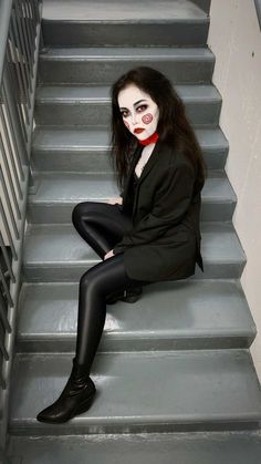 A glamorous and sexy version of Billy The Puppet. Halloween Costume Idea - Quick & Easy For Last Minute Dress Up It's scary, easy, quick, doesn't cost Quick Easy Halloween Costumes, Looks Halloween, Halloween Outfits, Halloween Diy, Jigsaw Halloween Costume, Halloween Makeup, Women Halloween, Jigsaw Costume Women, Quick Costume Ideas