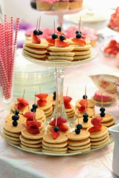 Pancake skewers are the perfect appetizers for a brunch party. - Pancake skewers are the perfect appetizers for a brunch party. Pancake skewers are the perfect appetizers for a brunch party. Pancake Party, Pancake Cake, Mini Pancakes, Frozen Pancakes, Strawberry Pancakes, Pancakes And Pajamas, Strawberry Blueberry, Pancakes Easy, Brunch Wedding