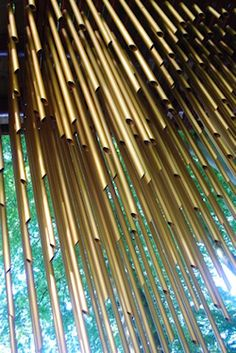 音楽方丈記 - 橋に吊り下げられた600本の特大ウィンド・チャイム : Chimecco by Mark Nixon