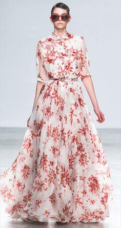 Alexander Terekhov: Russian designer who dresses Ulyana Sergeenko – sanachka Modest Fashion, High Fashion, Fashion Dresses, Womens Fashion, Beautiful Dresses, Nice Dresses, Summer Dresses, Haute Couture Style, Maxi Gowns