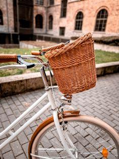 Egyszerűen rögzíthető kerékpáros kosár Női kerékpárra.Csak akaszd rá a kormányra és már tekerhetsz is.Nem pattog,nem esik le mert rögzítései megfogják. Bicycle, Marvel, Vehicles, Classic, Vintage, Derby, Bike, Bicycle Kick, Bicycles