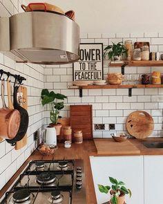 Modern bohemian kitchen designs - Modern bohemian kitchen designs Informations About Designs modernes de cuisine bohème Pin You can e - Boho Kitchen, Home Decor Kitchen, Kitchen Interior, Home Kitchens, Kitchen Ideas, Kitchen Tips, White Tile Kitchen, Modern Kitchen Decor, Kitchen Hooks