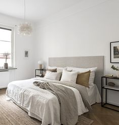C: Creating a Bedroom Haven with White Walls + Warm Neutrals / pinned by : T.C: Creating a Bedroom Haven with White Walls + Warm Neutrals / pinned by Dream Bedroom, Home Bedroom, Modern Bedroom, Bedroom Decor, Bedroom Photos, Design Bedroom, Linen Bedroom, Master Bedrooms, Bedroom Wall