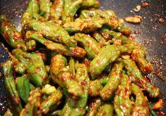 Steamed shishito peppers (Kkwarigochujjim)    http://www.maangchi.com/recipe/kkwarigochujjim