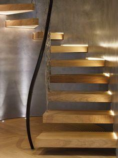Modern und klassisch in einem - Wendeltreppe mit Schmiedeeisen-Geländern