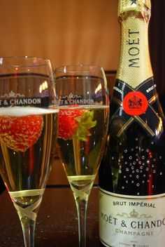 Champagne and strawberrys Vodka Martini, Vodka Cocktails, Moet Chandon, Champagne Online, Date Night Dinners, Happy New Year 2014, Sparkling Drinks, Strawberry Champagne, Wine Night
