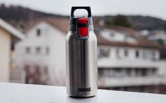We tested our SIGG Hot & Cold ONE water bottle. We kept hot water in the bottle for Hours and took temperature measurement every 30 minutes. Sigg Water Bottle, Water Bottles, Sigg Bottles, Tea Party, Cups, Hot, Design, Products, Mugs