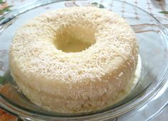 Bolo de tapioca gelado. Pode substituir o leite de vaca da receitapor leite de coco. receita aqui: http://ensaiogourmet.blogspot.com.br/2013/04/bolo-de-tapioca-gelado-bolo-podre.html #sem gluten