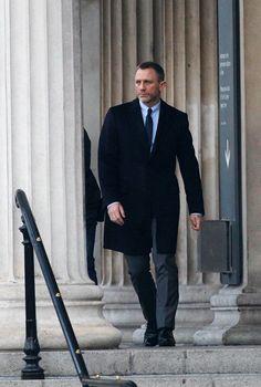 James Bond photos: Daniel Craig in 'Skyfall' Daniel Craig Style, Daniel Craig 007, James Bond Skyfall, Daniel Craig James Bond, Rachel Weisz, Daniel Graig, Dance Photography Poses, On Set, Movie Tv