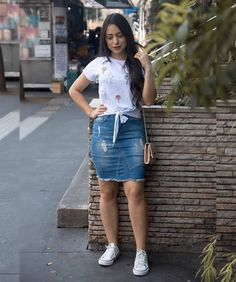 Discover recipes, home ideas, style inspiration and other ideas to try. Denim Skirt Outfits, Black Dress Outfits, Modest Outfits, Classy Outfits, Chic Outfits, Summer Outfits, Fashion Outfits, Mode Kylie Jenner, Black Dress Accessories