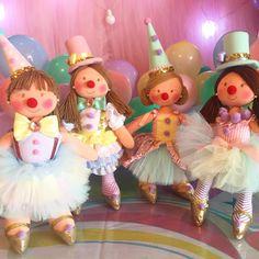 Hoje tem espetáculo? Tem sim senhor! Minhas palhacinhas lindas,  fazendo parte da decoração 🎪❤️❤️❤️❤️. .  .   #festacirco #circusparty #circo #circus #circodemenina #circorosa  #palhacinha  #grandcircus #carnival #boneca #bonecadepano #doll #handmade #handmadedoll #instadoll #festademenina #decoracaoinfantil  #atelieralexandrameireles