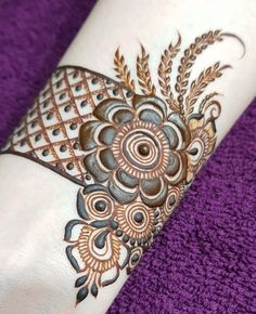 No photo description available. New Bridal Mehndi Designs, Basic Mehndi Designs, Rose Mehndi Designs, Khafif Mehndi Design, Latest Arabic Mehndi Designs, Henna Art Designs, Mehndi Designs For Girls, Mehndi Designs For Beginners, Dulhan Mehndi Designs