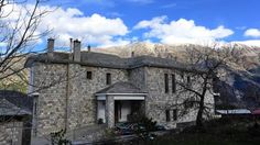 Hotel Xenion tou Georgiou Merantza Pramanta Surrounded by Tzoumerka Mountains, in the Tsopela settlement, Hotel Xenion offers rooms with kitchenette and free Wi-Fi. It has a swimming pool with sun terrace and a traditional restaurant.