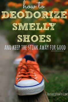How to Deodorize Smelly Shoes - Four proven ways to eliminate shoe odor that work even in shoes that can't be washed. House Cleaning Tips, Diy Cleaning Products, Cleaning Hacks, Cleaning Shoes, Green Cleaning, Cleaning Schedules, Homemade Products, Cleaning Recipes, Cleaning Supplies