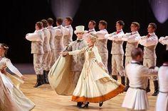 <font><font>Latvian folk dances.</font></font>