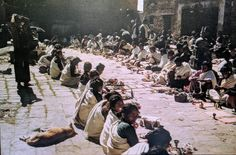 Nepal People, Nepal Art, Old Images, The Locals, Culture, Gold, Travel, Collection, Vintage