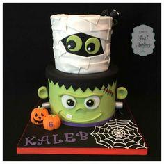 Halloween Desserts, Halloween Cupcakes, Halloween Theme Birthday, Halloween 1st Birthdays, Halloween Torte, Pasteles Halloween, Bolo Halloween, Halloween Treats For Kids, Halloween Backen