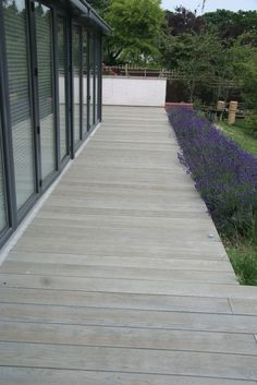 Composite decking Pale grey good colour to meld with sky/house. Garden Paving, Garden Paths, Back Gardens, Outdoor Gardens, Decking Area, Bamboo Decking, Trex Decking, Patio Edging, Piscina Interior