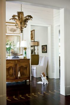 Calm, Classic Southern Home Make Antiques the Focal Points - fabulous entry via Southern Living - photo Melanie Acevedo Source by laurelbern. Elegant Home Decor, Elegant Homes, Classic Home Decor, Home Interior, Interior Decorating, Interior Design, Southern Decorating, Design Entrée, House Design
