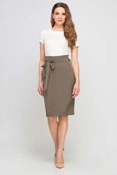 Looking for Midi Skirts? Call off the search with our Pencil High Waisted Midi Skirt, Khaki. Shop unique fashion at SilkFred Fast Fashion, Unique Fashion, Freshman Homecoming Dresses, Miss Behave Girls, Business Chic, Pink Prom Dresses, Dress And Heels, Feminine Style, Midi Skirt