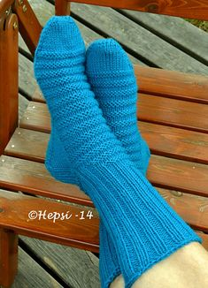 Started with 7 st, sts. -> 46 sts 17 cm until heel increasings. The cuff first with 47 sts and in the end 48 sts. Sock Crafts, Boot Cuffs, Yarn Needle, Knitting Socks, Ravelry, Blue Green, Pattern, Slippers, Knit Socks