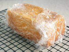 My ultimate lemon loaf recipe: a very lemony and moist bread. It can be topped with a lemon icing, or infused with a lemon syrup. Loaf Recipes, My Recipes, Citron Cake, Lemon Syrup, Lemon Icing, Lemon Loaf, Recipe Boards, Beignets, Biscuits