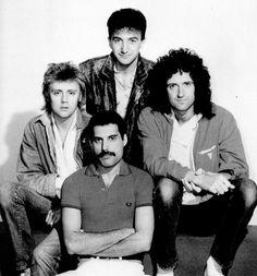 Freddie Mercury, Brian May, Roger Taylor, John Deacon, Queen, 1980s