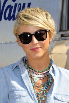 Julianne Hough in the Old Navy Oasis in the Coachella 4/12/2014  #coachella #hough #julianne #oasis Hairstyles With Glasses, Cool Short Hairstyles, Haircuts For Fine Hair, Julianne Hough Short Hair, Short Hair Cuts, Short Hair Styles, Pixie Cuts, Pixie Bob Haircut, Pixie Haircuts