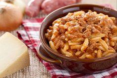 I malloreddus alla campidanese sono un primo piatto sardo, tipico della zona del Campidano, preparato con salsiccia e pecorino.