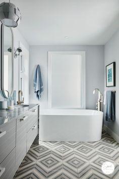 Sarah Richardson Design - Sarah Off The Grid Season 2: Principal Bathroom - Photography by Stacey Brandford