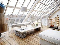 Romantic White Loft With Huge Windows In Sweden | MdA · MADERA DE ARQUITECTO