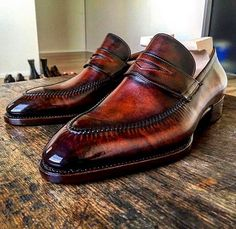 Alligator shoes and men's alligator boots, loafers, sneakers for sale, all our genuine alligator skin shoes are handcrafted by professional craftsmen. Leather Dress Shoes, Leather Loafers, Leather Slip Ons, Loafers Men, Leather Men, Leather Boots, Formal Shoes, Casual Shoes, Alligator Boots