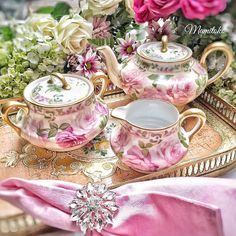 Shabby Chic Pink Paint Styles and Decors to Apply in Your Home – Shabby Chic Home Interiors Vintage China, Vintage Tea, Tea Cup Saucer, Tea Cups, Dresser La Table, Estilo Shabby Chic, Tea Pot Set, Tea Sandwiches, Teapots And Cups