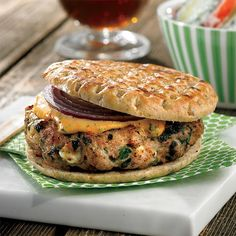 Pizza Burgers, Salmon Burgers, Hamburger Recipes, Chicken Recipes, Mini Foods, Barbecue, Sandwiches, Food And Drink, Low Carb