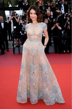 Best Dressed Stars on Cannes Red Carpet 2017 - Olga Kurylenko in an Elie Saab dress Elie Saab Dresses, Oscar Dresses, Event Dresses, Nice Dresses, Formal Dresses, Awesome Dresses, Fabulous Dresses, Club Dresses, Party Dresses