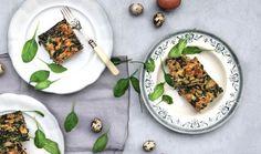 Velikonoční nádivka má mnoho podob a záleží jen na vás, jakou si zvolíte. Pokud nemáte rádi tu tradiční s uzeným masem nebo jen rádi ochutnáváte něco nového, vyzkoušejte bezmasou verzi se špenátem. Uvidíte, že vám zachutná. #recept #velikonoce #nadivka #bezmasa #vegetarian #recipe #easter #nomeat #stuffing Palak Paneer, Food And Drink, Ethnic Recipes