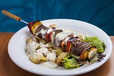 96 Restô (jantar) Espeto de vacio acompanhado de batata assada com molho de gorgonzola