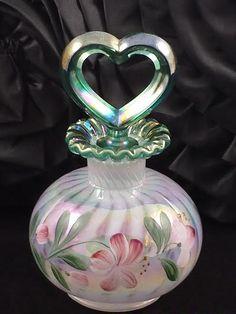 Antique Perfume Bottles, Vintage Perfume Bottles, Bottle Vase, Glass Bottles, Or Antique, Antique Glass, Bandeja Perfume, Goldscheider, Fenton Glassware