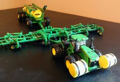 Tractor Cakes, John Deere Toys, Toy Display, Farm Toys, Mini Farm, Displaying Collections, Old Farm, Model Trains, Scale Models