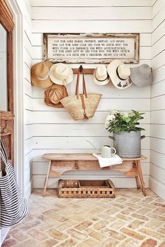 Farmhouse decor reflects a slower, more relaxed pace of life in the country. Find out how to decorate with Farmhouse style with Interior Designer, Tracy Svendsen. Farmhouse Design, Farmhouse Decor, Farmhouse Style, Modern Cottage Style, Cottage Style Decor, Urban Farmhouse, Cottage Style Furniture, Cottage Style Mudroom, Decoration Entree