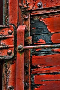 Texture - peeling paint on wood Les Doors, Foto Macro, Knobs And Knockers, Door Knobs, Peeling Paint, Border Print, Shades Of Red, Textures Patterns, Color Inspiration