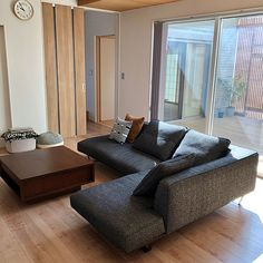 家族の、リビング/ウッドデッキ/アクタス/中庭のある家/IDEE/格子についてのインテリア実例。 「おはようございます☺...」 (2019-03-08 10:03:08に共有されました) Sofa, Couch, Furniture, Home Decor, Settee, Settee, Couches, Interior Design, Sofas