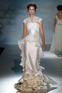 un blog a mi manera...: Las Novias de Gaudí... Gaudi, Bridal Gowns, Wedding Gowns, Alternative Fashion, Party Wear, Special Occasion, Jumpsuit, Unique, How To Wear